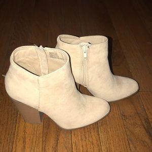7aface91274 JustFab Shoes - Western Wilde Block Heel Bootie   Size 6   Sand